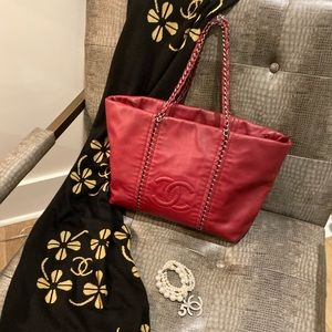AUTHENTIC RED CHANEL Bag:zippered top,Beige inside